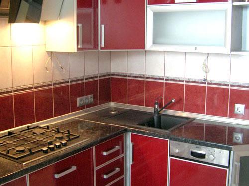 Кухня постформинг бордо в рамке AVK