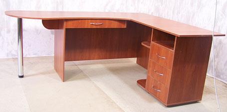 офисный стол в офис